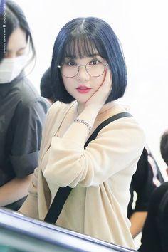 Kpop Short Hair, Asian Short Hair, Kpop Girl Groups, Kpop Girls, Japonese Girl, Korean Fashion Kpop, Body Poses, G Friend, Girls With Glasses
