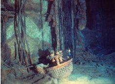 Titanic lámpara. El naufragio del Titanic conmocionó e indignó al mundo entero por el elevado número de fallecidos y los errores cometidos. Las investigaciones públicas realizadas en Reino Unido y Estados Unidos llevaron a la implementación de importantes mejoras en la seguridad marítima y a la creación en 1914 del Convenio Internacional para la Seguridad de la Vida Humana en el Mar