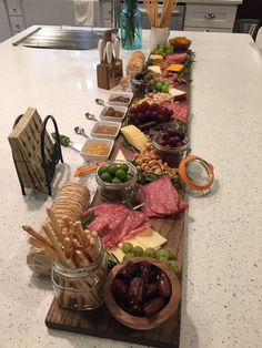 Gourmet Cheese Board – - Food and Drinks Plateau Charcuterie, Charcuterie And Cheese Board, Charcuterie Platter, Cheese Boards, Food Platters, Cheese Platters, Party Platters, Appetizers For Party, Appetizer Recipes