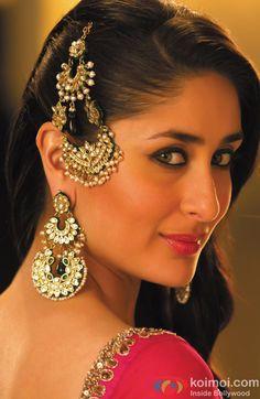Kareena Kapoor Flaunting A 'Mujra' Look Bollywood Actress Hot Photos, Bollywood Girls, Indian Bollywood, Bollywood Celebrities, Bollywood Fashion, Bollywood Saree, Sonakshi Sinha Saree, Kareena Kapoor Saree, Kareena Kapoor Wedding