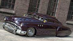 Buick Fireball: Den riesigen, silberfarbenen Frontgrill des Buick Sedanette von 1949 nennt man auch das Eine-Million-Dollar-Grinsen.