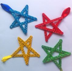 easy christmas crafts for kids craft stick stars, christmas decorations, crafts, seasonal holiday decor Diy Christmas Star, Easy Christmas Ornaments, Christmas Crafts For Kids To Make, Preschool Christmas, Christmas Activities, Christmas Projects, Simple Christmas, Kids Christmas, Holiday Crafts