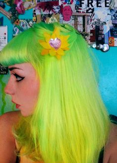 I LOVE when girls can pull of lime green hair!