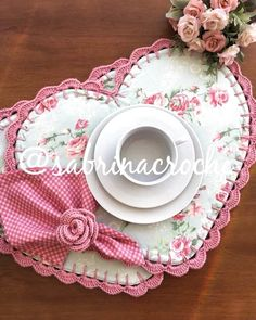 Sewing Crafts, Sewing Projects, Projects To Try, Mug Rugs, Decoration Table, Fabric Scraps, Diy And Crafts, Valentines, Quilts