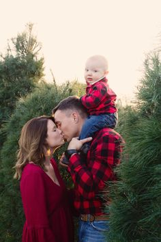 Christmas Pregnancy Announcement - Ideas - Tree Farm - Ornament - Family - Toddler - My Story - Motherhood & Child Photos Winter Family Pictures, Christmas Pictures Outfits, Xmas Pictures, Family Christmas Pictures, Christmas Tree Farm, Holiday Photos, Toddler Christmas Photos, Christmas Christmas, Maternity Christmas Pictures