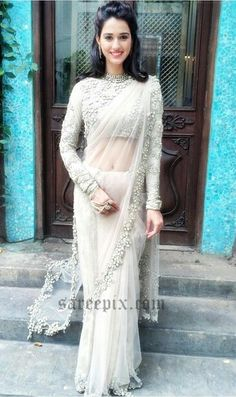 42 Ideas For Elegant Bridal Saree White Sari Indian Wedding Outfits, Bridal Outfits, Bridal Dresses, Wedding Sari, Saree Blouse Patterns, Saree Blouse Designs, Stylish Sarees, Stylish Dresses, Dress Indian Style