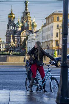 """Al fondo """"La Sangre derramada"""", San Petersburgo Rusia"""