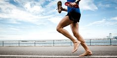 With barefoot running, always start slowly. Barefoot and minimalist running can provide your body with incredible benefits. if done properly and wisely. Here are tips to keep you injury free. Running Training Plan, Running A Mile, Running Drills, Running Form, Barefoot Running, Walking Barefoot, Marathon Running, Best Minimalist Running Shoes, Minimalist Shoes