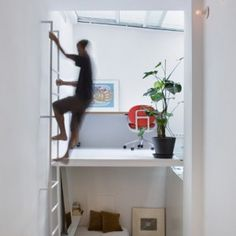 100 Cubic Meters: Split-Level Urban Micro-Condo in Madrid | Urbanist