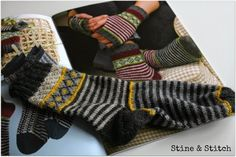 Knitting Patterns Socks Since I am always asked for the patterns of my socks, there are many tips today . Knitting Stitches, Knitting Designs, Knitting Socks, Knitting Projects, Knitting Patterns, Crochet Patterns, Wool Socks, My Socks, Crochet Socks