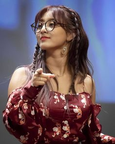 This Jihyo with glasses is so cute I can't breathe 😍😍😍😍😍 Nayeon, Kpop Girl Groups, Korean Girl Groups, Kpop Girls, These Girls, Cute Girls, Sana Cute, Park Ji Soo, Jihyo Twice