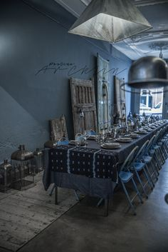 by Paulina Arcklin Blue Rooms, White Rooms, Bleu Indigo, Loft, Scandinavian Living, Deco Table, Style Vintage, Dining Room Table, Industrial Style
