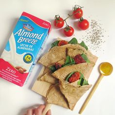 Crepes veganas elaboradas con bebida de almendras Almond Breeze