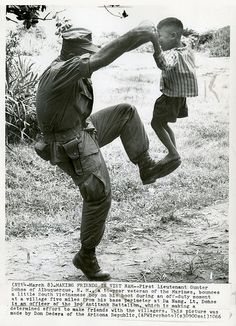 DANANG 1966 - MARINE IN VIETNAM PLAYS WITH CHILD | Flickr - Photo Sharing!