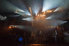 """De instrumentale opening door beide bands was de aftrap van het """"Het tentfeest in het theater"""". De hele avond stond in het thema van """"Past2Present""""."""