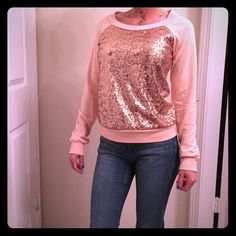 Rose gold sweater Adorable never worn!!!! Size small Sweaters Crew & Scoop Necks