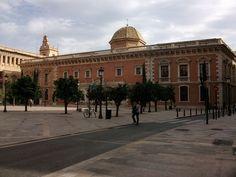Valencia Edifici de La Nau des de la Plaça del Patriarca
