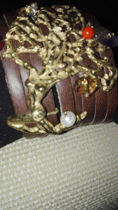 Pelle e bronzo Scultura cera persa con pietre e perle naturali