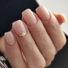 If you don't like fancy nails, classy nude nails are a good choice because they are suitable for girls of all styles. And nude nails have been popular in recent years. If you also like Classy Nude Nail Art Designs, look at today's post, we have col Minimalist Nails, Toe Nail Art, Easy Nail Art, How To Nail Art, Fancy Nails, Pretty Nails, Nude Nails, My Nails, Nail Deco