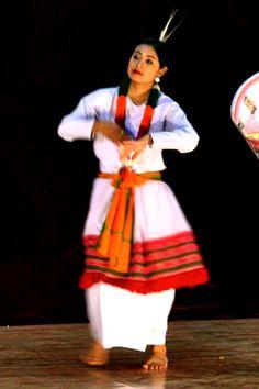 manipuri Manipuri Dance, Dance Poses, Art Forms Of India, Indian Classical Dance, Lindy Hop, Mughal Empire, Modern Dance, Hinduism, Incredible India