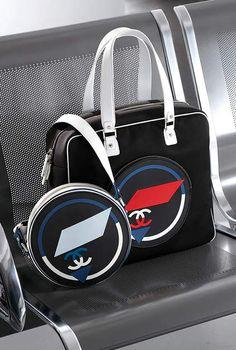 Grand sac shopping zippé, toile & gomme-noir, blanc & rouge - CHANEL