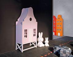 Kast van een Huis is te vinden op o.a. de woonbeurs, Kind und Jugend beurs, ICFF New York, Maison et Objet in Frankrijk en beurzen in Italië
