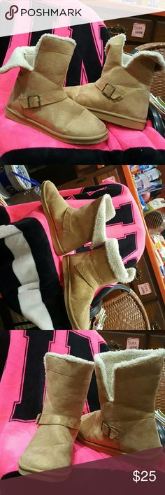 GOLD 'UGG'STYLE BOOTS!  SZ 10 THESE ARE VERY SIMILAR TO AUTHENTIC UGGS I V SEEN THESE BOOTS ARE  BIT LIGHTER WORN ONE TIME  FUR INSIDE IS GOOD CAN ROLL DOWN BIT IF LIKE!  SZ 10 Shoes Winter & Rain Boots