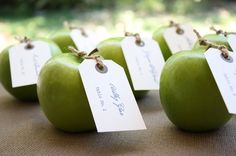 green apples! love this idea - great colour, the smell of fresh apples and if the guests are a bit hungry... crunch, crunch!