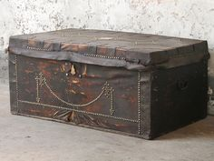 Leather Travel Trunk : one of our selected vintage furniture pieces that will give you that 2018 interior decor trend; glam dark woods. Update your look with dark furniture that have a little bit of glam in the details and hardware. #2018trends #vintage #furniture #homedecor