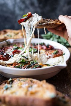 Margherita Pizza Dip with Burrata recipe Burrata Cheese, Tomate Mozzarella, Goat Cheese, Burrata Pizza, Cheese Dips, Healthy Appetizers, Appetizer Recipes, Dip Appetizers, Appetizer Ideas