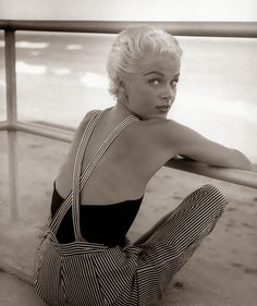Stunning Portraits of Classy Women from The 1940s and 1950s by Nina Leen #inspiration #photography