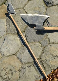 Hand Made Forged Irish Gallowglass Axe with oak wood shaft. High Middle Ages, Beil, 17th Century Art, Medieval Weapons, Arm Armor, Fantasy Weapons, High Carbon Steel, Medieval Fantasy, British Museum