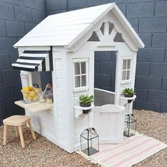 Palm Springs-inspired Toddler Playhouse with DIY Juice Bar . Toddler Playhouse, Backyard Playhouse, Build A Playhouse, Wooden Playhouse, Backyard Playground, Playhouse Ideas, Children Playground, Playhouse Decor, Pallet Playhouse