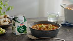 Dette er en fantastisk god og enkel indiskinspirert kyllingsuppe. En av våre mest populære oppskrifter og et godt middagstips for både barn og voksne. Garam Masala, The Dish, Easy Meals, Easy Recipes, Food Porn, Curry, Food And Drink, Beef, Dishes