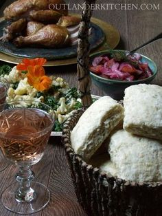 Outlander - Bannocks - Leoch Feast : includes a recipe for Scottish Bannock using all-purpose flour and quick cooking oats. Scottish Dishes, Scottish Recipes, Scottish Bannock Recipe, Scottish Desserts, British Recipes, Jamie Fraser, Outlander Recipes, Starz Outlander, Diana Gabaldon