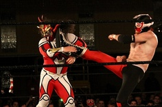 Liger taking a boot from El Generico.