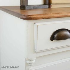 The easiest way to paint a dresser is to paint it with chalk paint! Here is how to spray paint a dresser with chalk paint! Spray Paint Dresser, Spray Paint Furniture, Blue Painted Furniture, Distressed Furniture Painting, Furniture Makeover, Painted Dressers, Diy Furniture, Bedroom Furniture, Spray Chalk