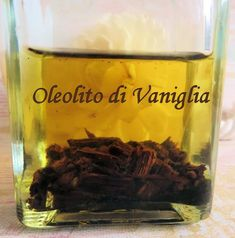 oleolito vaniglia a caldo Natural Beauty Recipes, Natural Life, Shibori, Diy Beauty, Essential Oils, Remedies, Cleaning, Homemade, Cooking