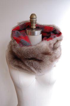 It's faux fur! Faux Fox Fur with Red Plaid Tuesday Cowl Scarf by tuesdayshop Diy Scarf, Cowl Scarf, Scarf Ideas, Diy Accessoires, Do It Yourself Fashion, Fur Stole, Vintage Fur, Crochet Scarves, Fur Scarves