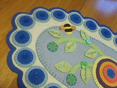 Penny Rug - LOVE the bee!