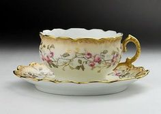 LIMOGES tea cup - Tableware shop Villa Leona Moltrasio - But really! This cup practically demands an Italian villa! China Cups And Saucers, Teapots And Cups, China Tea Cups, Antique Tea Cups, Vintage Cups, Cuppa Tea, My Cup Of Tea, Antique China, Vintage China