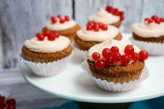 Johannesbeer-Vanille Cupcakes mit Johannesbeer-Frischkäse Frosting