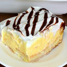 This homemade Cream Puff Cake is super EASY to make and tastes so good everyone will ask for this dessert recipe! The cream filling is my favorite layer! Puff Pastry Desserts, Kid Desserts, Puff Pastry Recipes, Light Desserts, Chocolate Desserts, Dessert Recipes, Easter Recipes, Cake Recipes, Chocolate Eclair Dessert