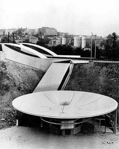 PKP Warszawa Powiśle, (Powiśle railway station), Warsaw, Poland, built between… Building Design, Building A House, Round Building, Unusual Buildings, Dome House, Sundial, Googie, Civil Engineering, Warsaw