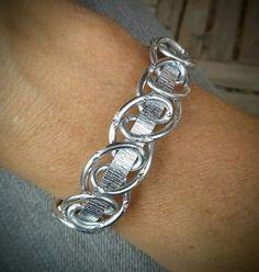 Bracelet fil aluminium plat et boucles entrecroisées
