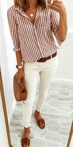 Casual outfit. White jeans and oversized sweater  e47140e21