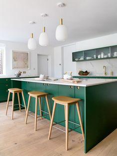 Green Kitchen Island, Green Kitchen Cabinets, Kitchen Cabinet Styles, Kitchen Doors, Upper Cabinets, Painting Kitchen Cabinets, Kitchen Reno, Kitchen Design, Kitchen Paint