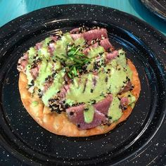 Ahi tuna tataki tostada/ tostada de atún sellado  #tataki #ahí #tuna #atúnsellado #tostada #pdc #foodie #avocado #deli #instafood #atún by aldairqui