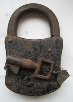 Antique rusty lock and key Old Door Knobs, Door Knobs And Knockers, Door Handles, Under Lock And Key, Key Lock, Unique Key, Old Keys, Door Detail, Vintage Keys