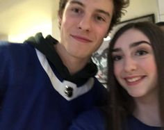 """4,491 curtidas, 16 comentários - Shawn Mendes Updates (@shawnmendesupdates1) no Instagram: """"Shawn with fans at the Toronto Maple Leafs hockey game tonight #shawnmendes"""" 02/01/17"""